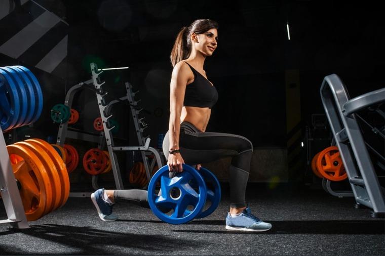 entrenamiento HIIT-casa-cuerpo-pesas