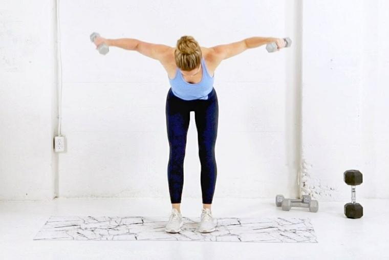 entrenar-casa-pesas-manos