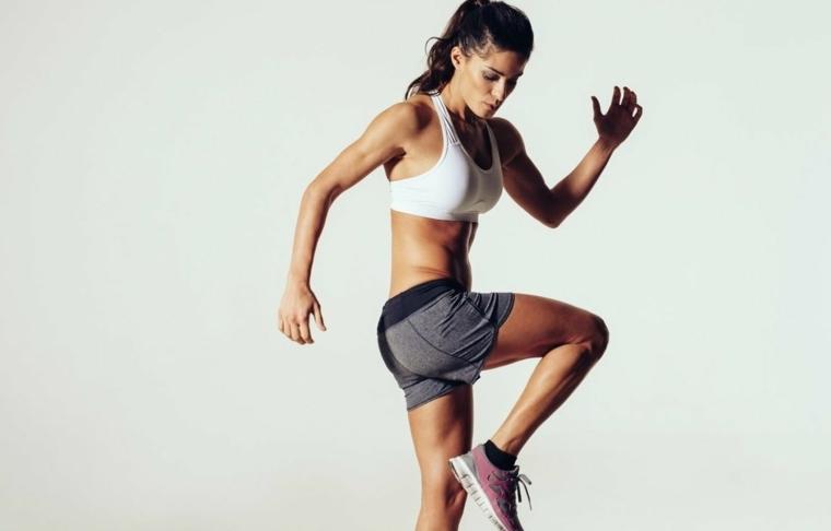hiit-entrenamiento-mujer-piernas