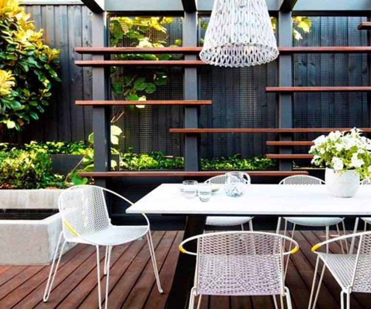 ideas-para-decorar-jardines-2020-muebles-blancos