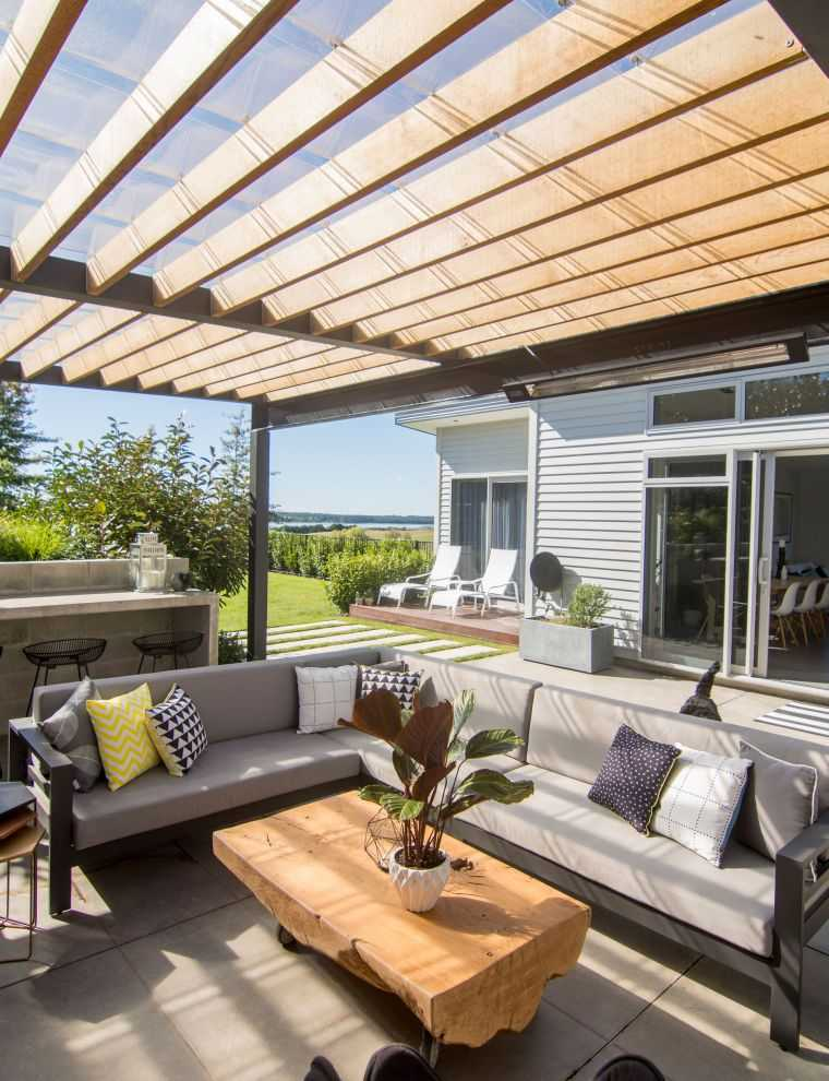 ideas-para-decorar-jardines-2020-pergola-madera