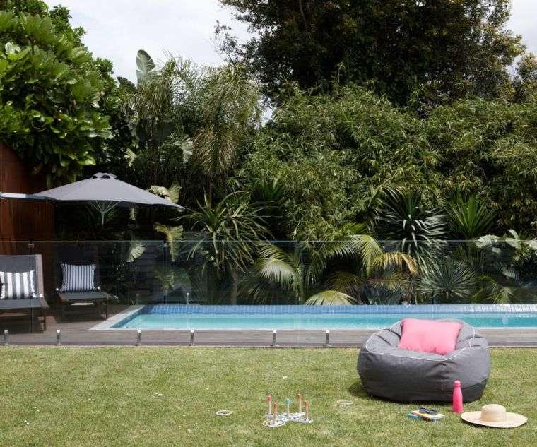 ideas para decorar jardines 2020-piscina-espacio-amplio