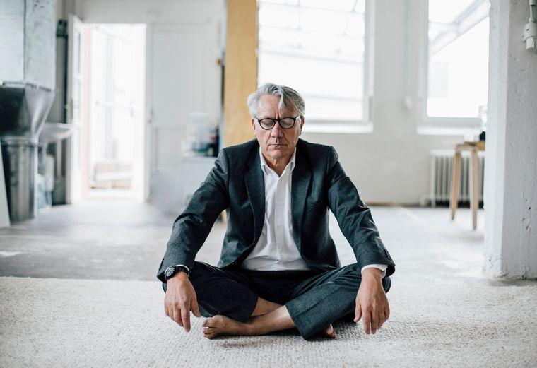 meditación persona mayor