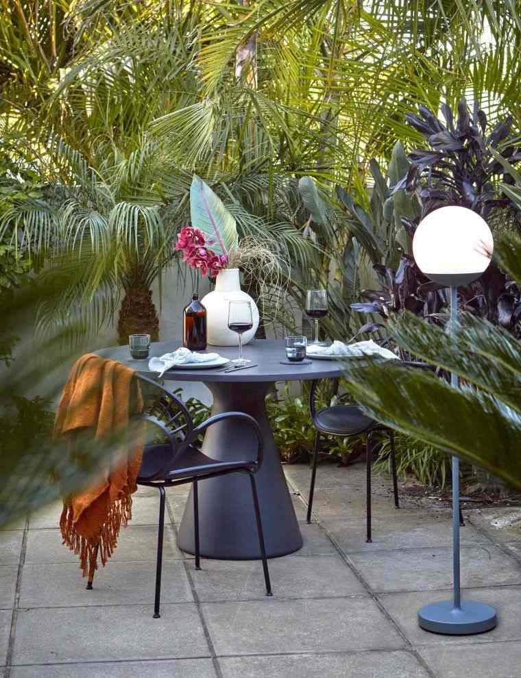 mesa-negra-diseno-jardin-2020