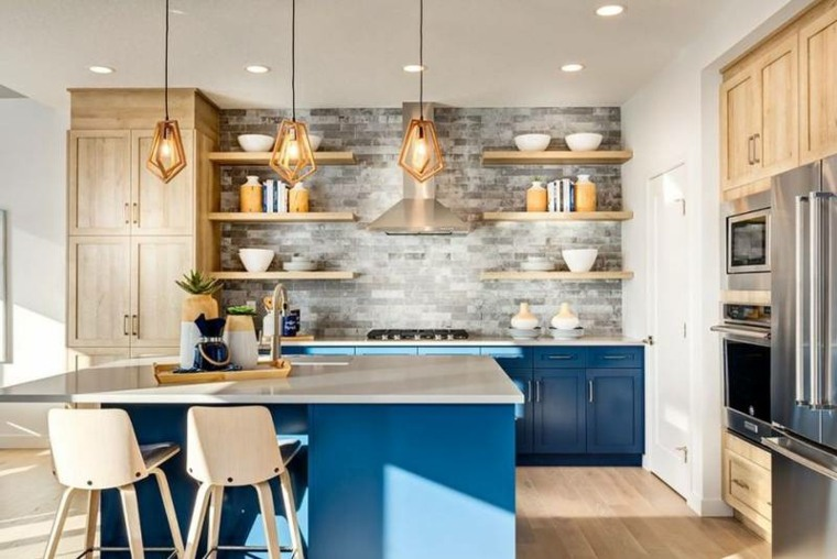 Diseños de cocinas con acentos vibrantes