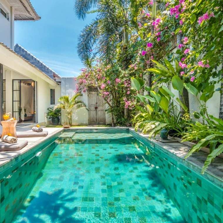 Jardines-con-piscina-casa-ideas-plantas-piscina