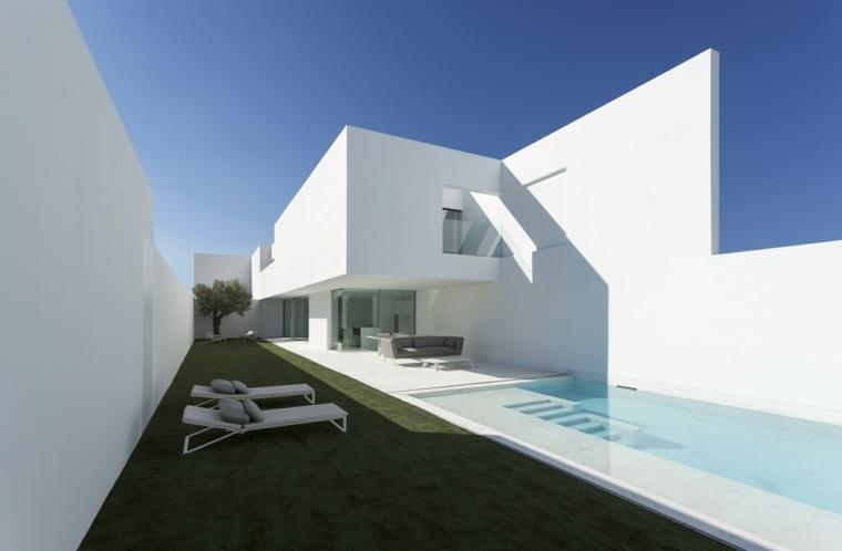 Jardines-con-piscina-diseno-piscina-estilo-casa