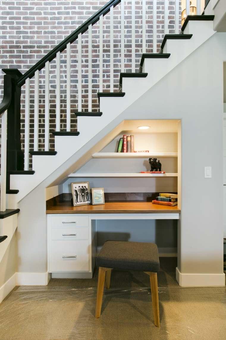bajo-escalera-oficina-ideas