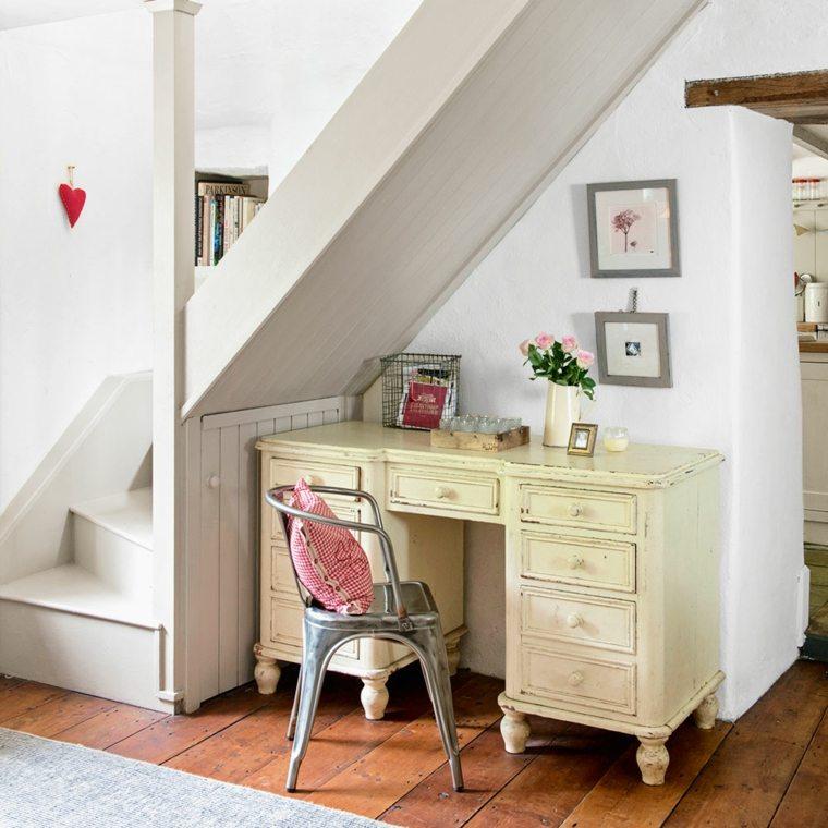 bajo escalera-oficina-madera-moderno-interior