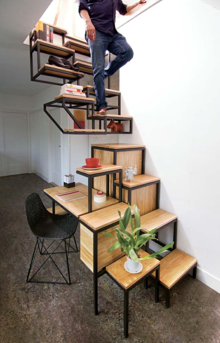 bajo-escalera-oficina-madera