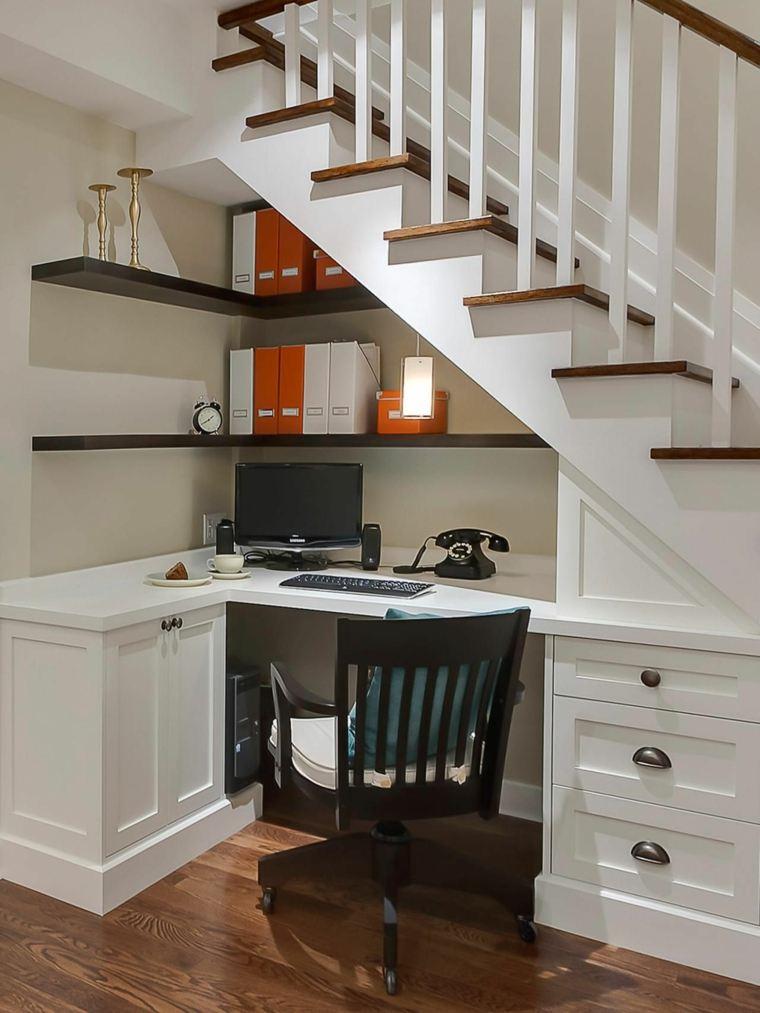 bajo-escalera-oficina-usar-espacio