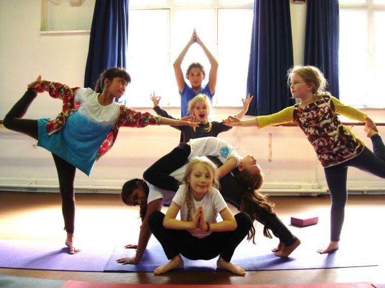 beneficios del yoga equipo