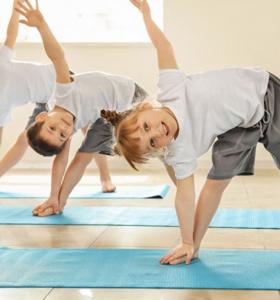 beneficios del yoga para niños