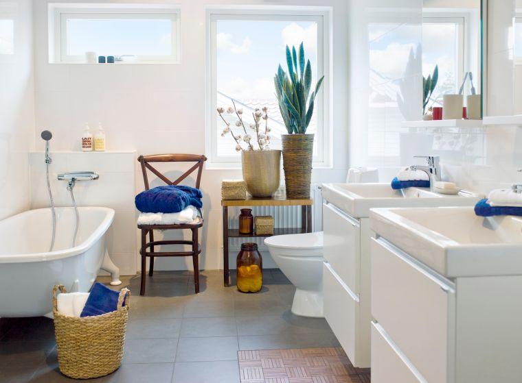 cuarto-bano-plantas-ventana