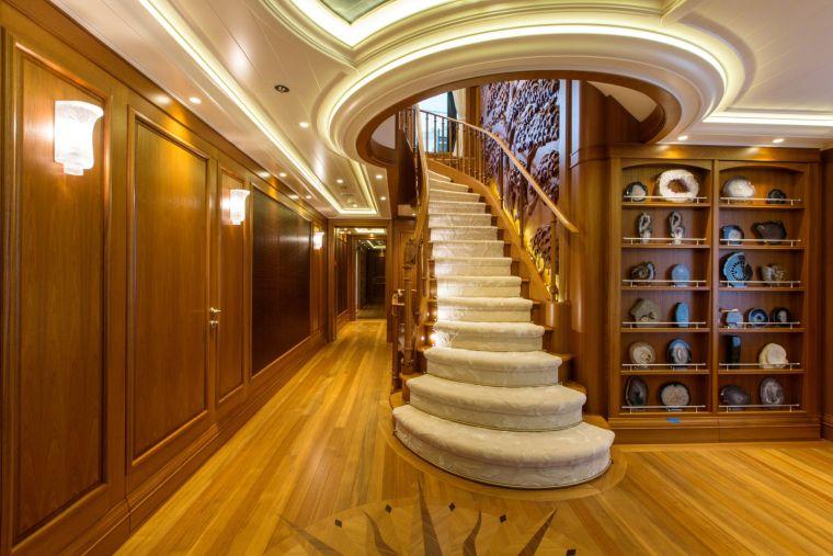 decoracion-escaleras-yate-lujo