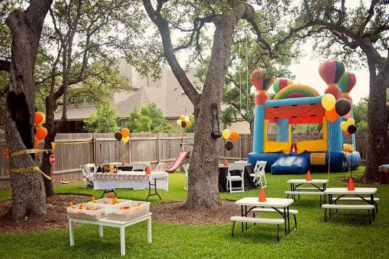 fiesta de cumpleaños en el patio