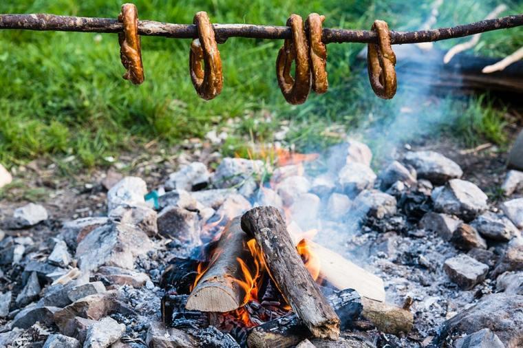 Sin el equipo adecuado para una cocina de campamento adecuada, su experiencia en la naturaleza se verá enormemente obstaculizada