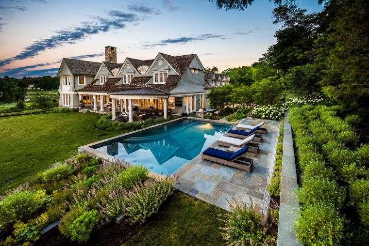 garden-pool-luxury-lawn