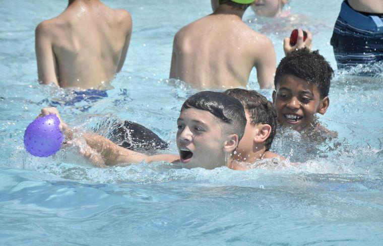 piscina pública contacto