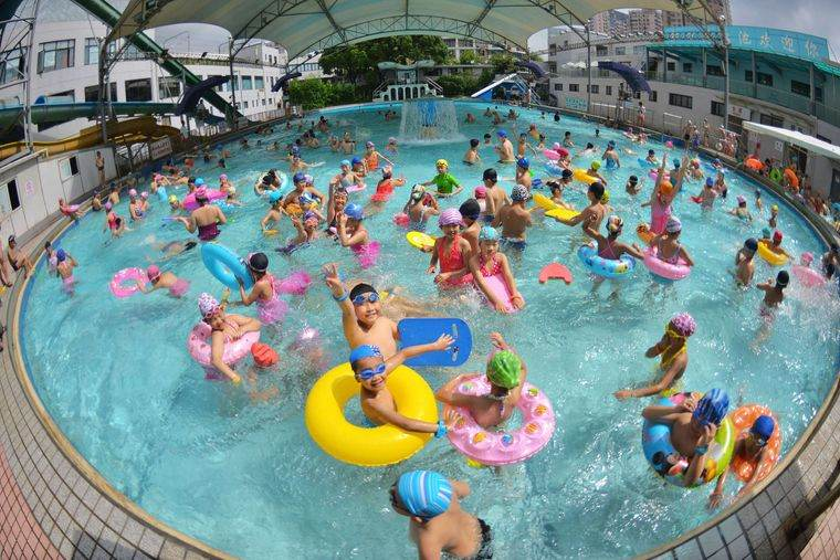 piscina pública niños
