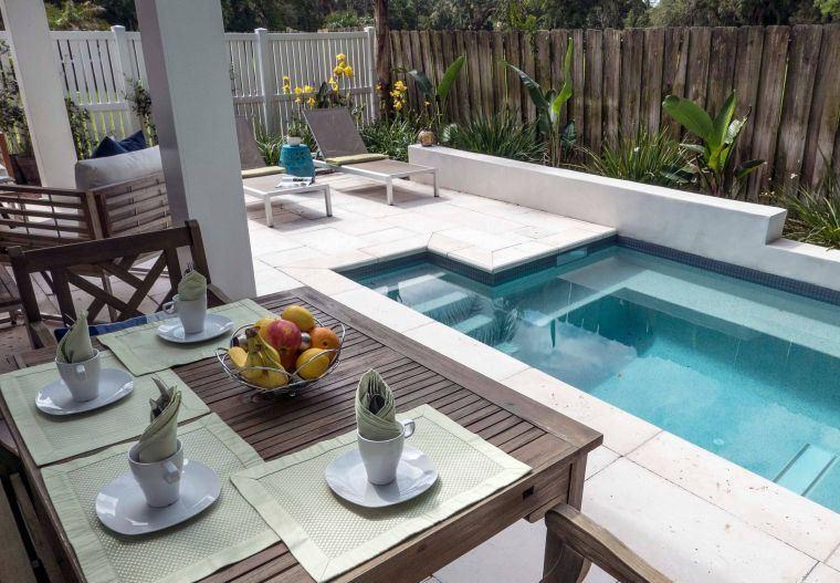 piscinas-pequenas-comedor-jardin
