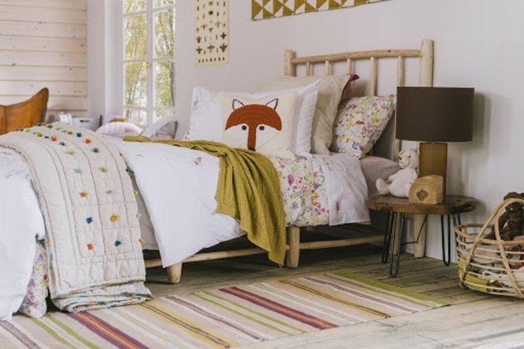 Habitación infantil de estilo rústico con cama de madera de Zara Home