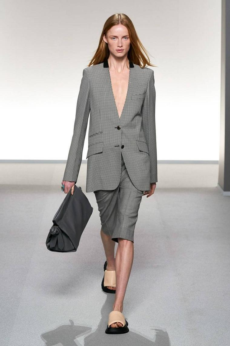 Givenchy-traje-gris-mujer