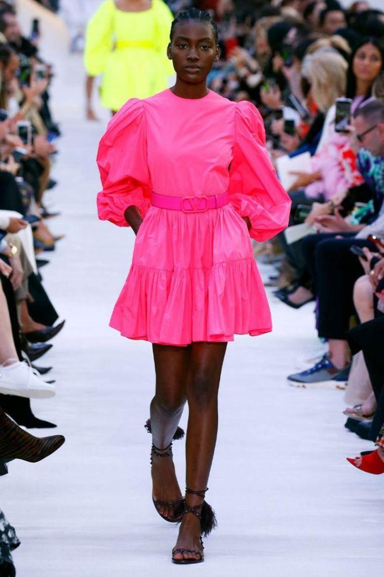 Tendencias-moda-primavera-verano-2020-colores-neon-vestido