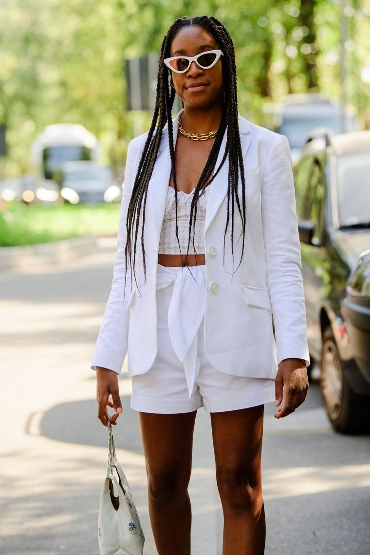 Tendencias-moda-primavera-verano-2020-colores-pantalon-blanco