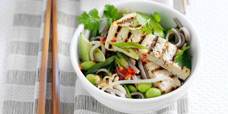 alimentación saludable ensalada pescado