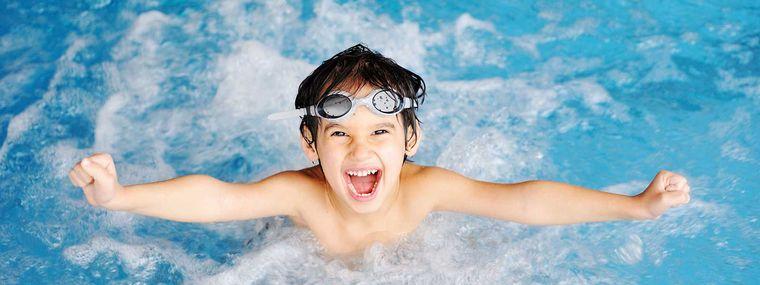 aprender a nadar beneficios saludables