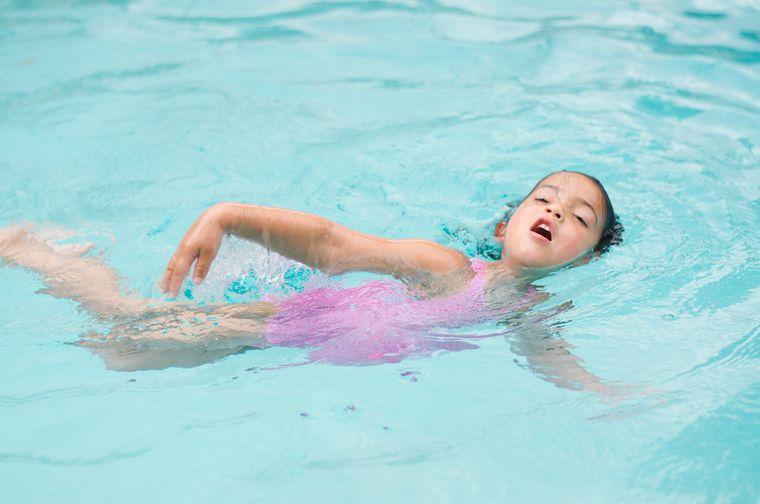 aprender a nadar brazos