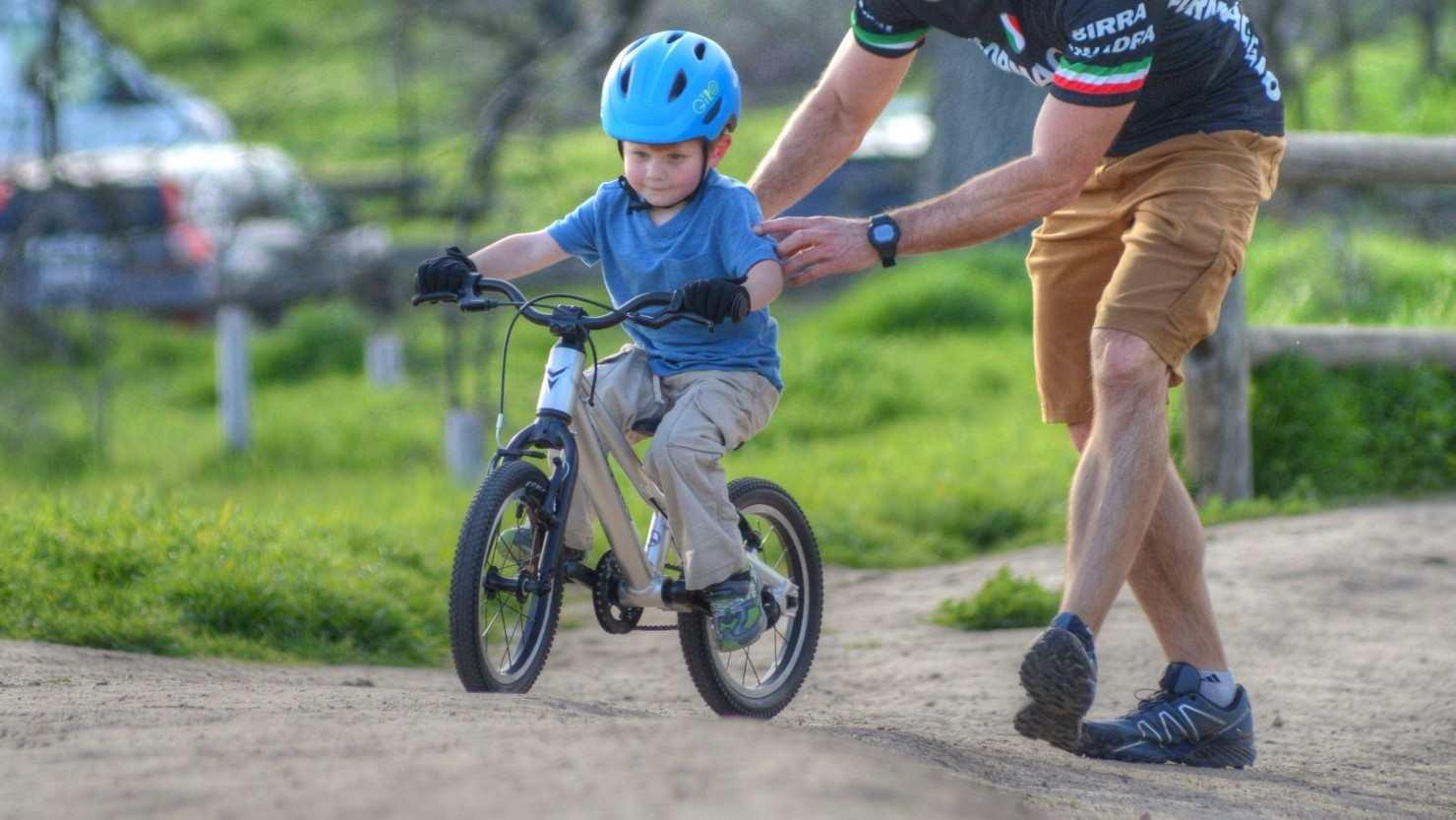 bici-ninos-montar-padres