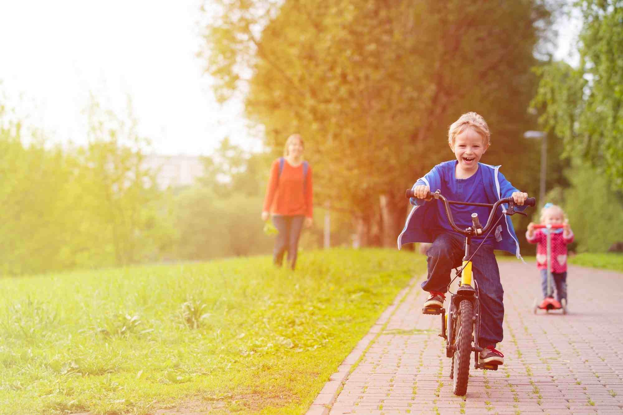 bici-ninos-montar-parque