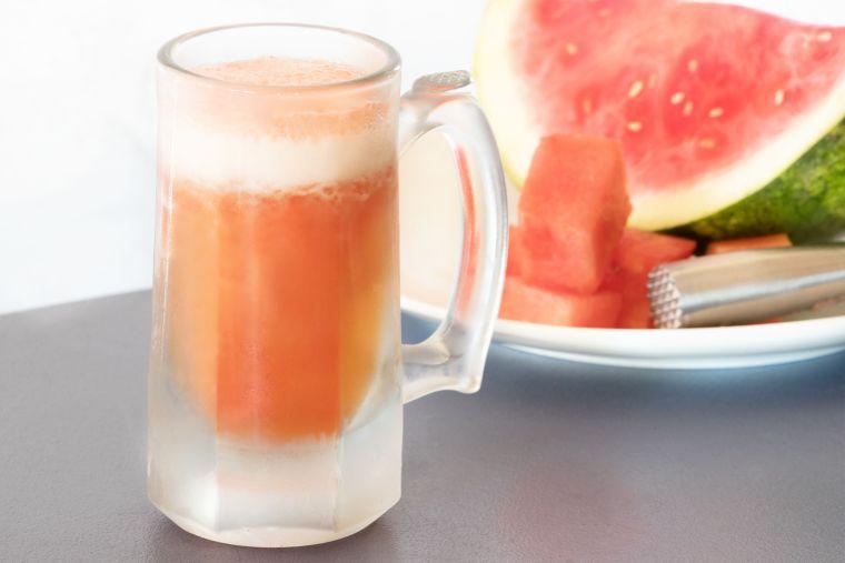 cóctel con sandía cerveza