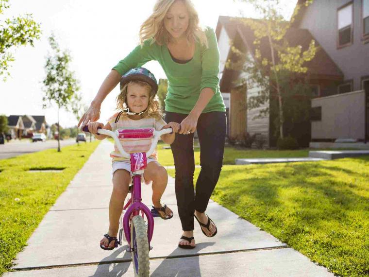 ensenar-nino-montar-bici