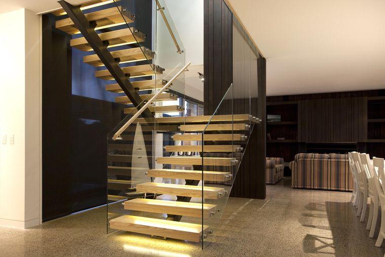 Iluminación de inspiración para escaleras de interiores