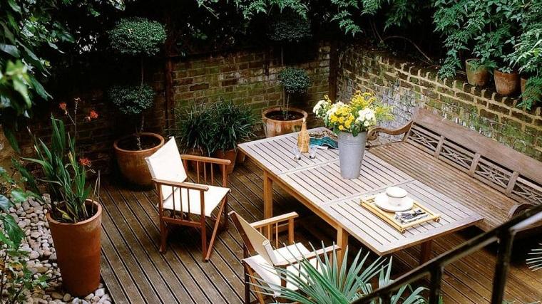 los balcones-amplios-suelo-madera