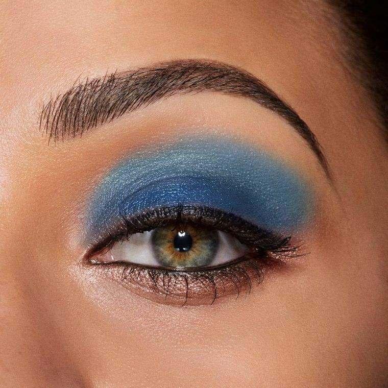 maquillaje-azul-delineador-negro