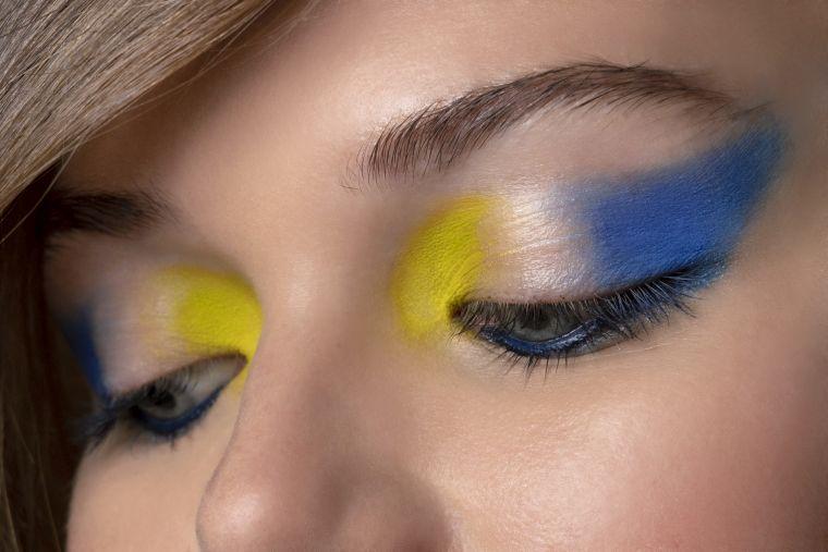 maquillaje-de-ojos-azul-amarillo