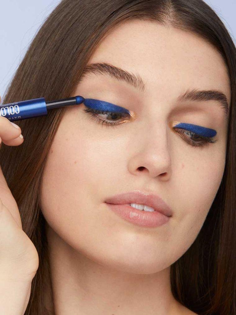 maquillaje de ojos-azul-delineador-azul