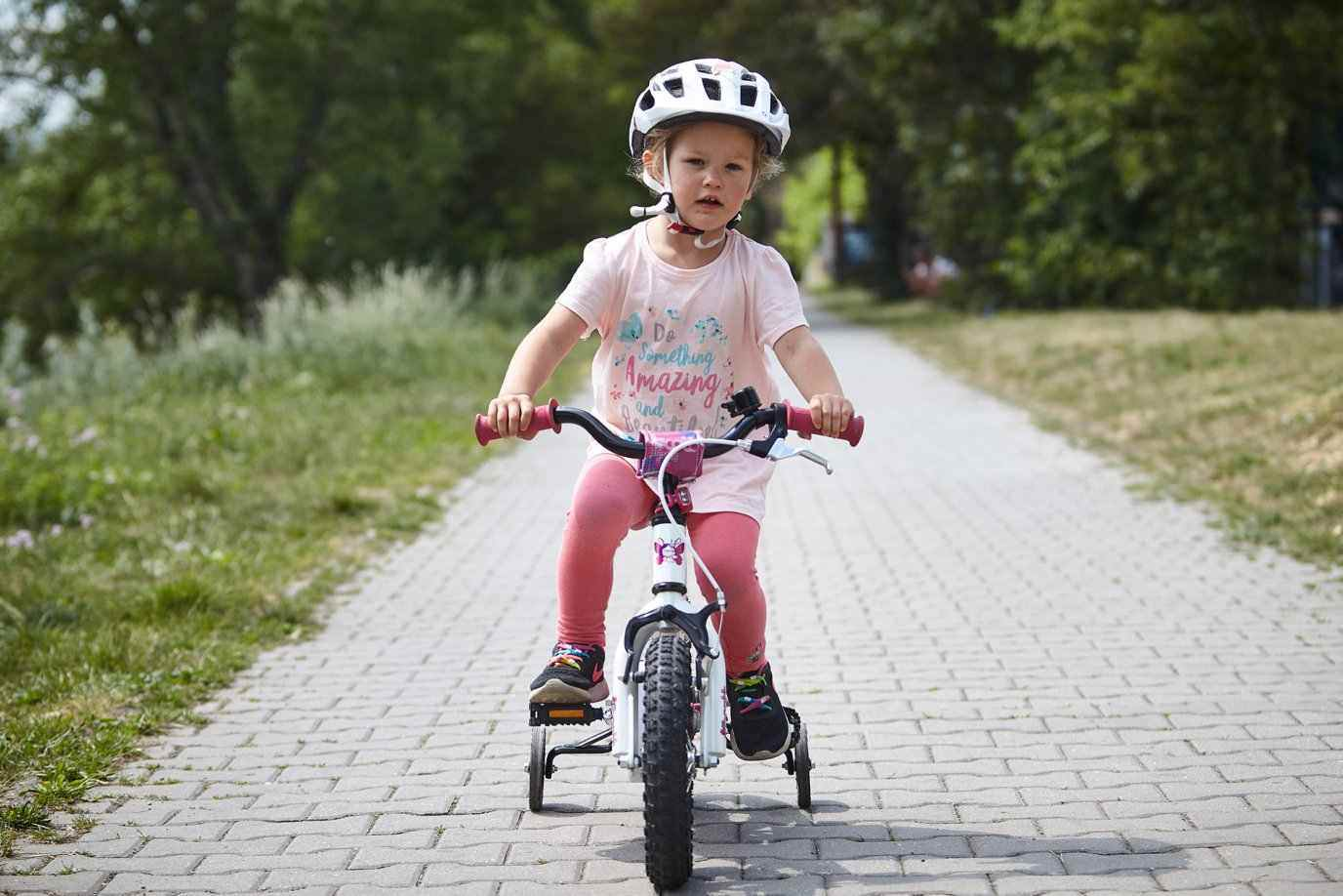 montar-en-bici-nina-aprender-como