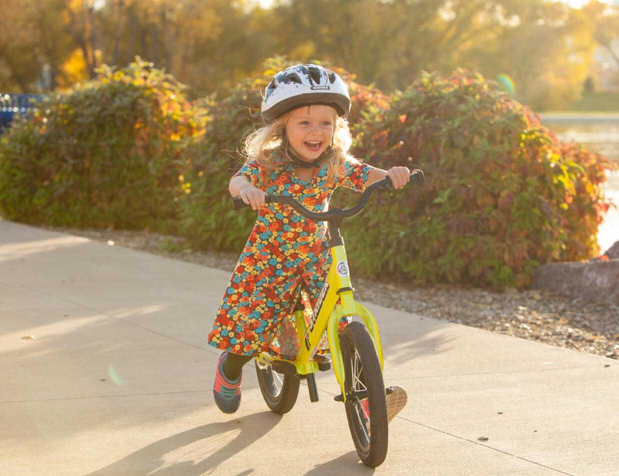 montar-en-bici-nino-pequeno-aprender-como