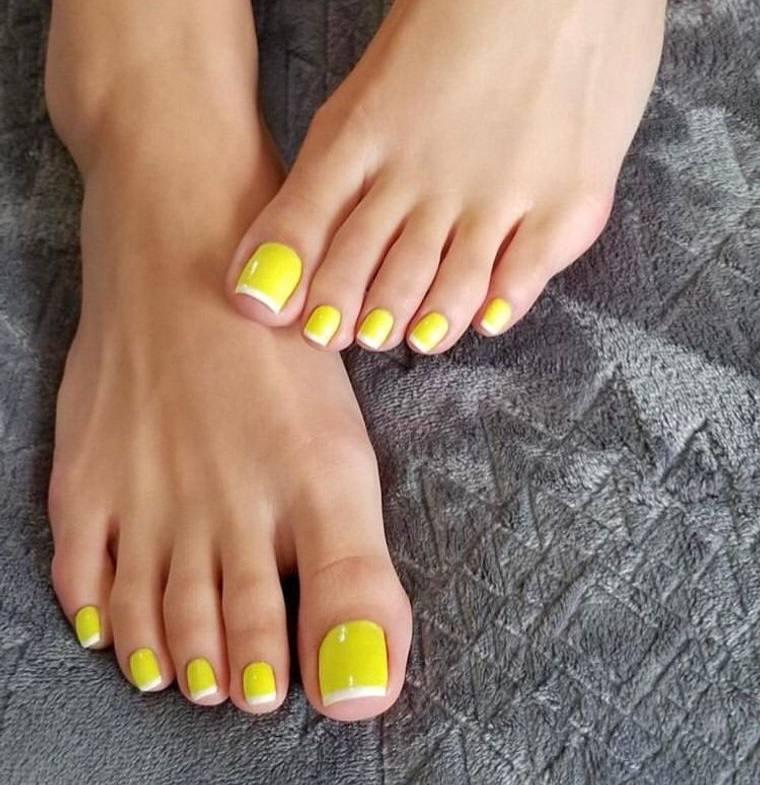 pedicura semipermanente amarillo