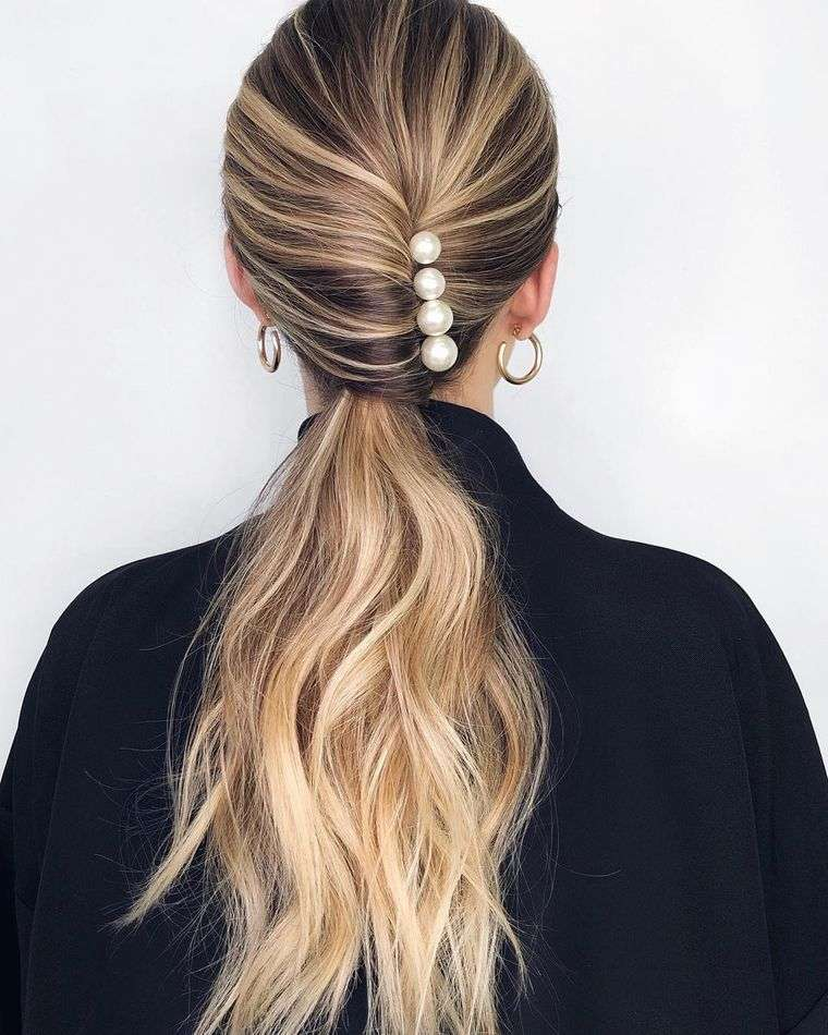 peinados con cola de caballo adornos