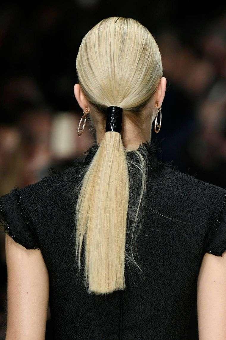 peinados con cola de caballo baja lisa
