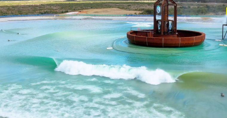 piscina con olas 360 grados