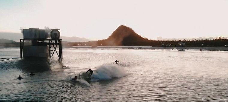 piscina con olas con alta tecnologia