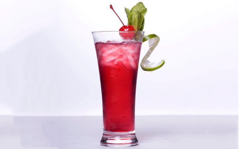 bebidas refrescantes mocktail cerezas