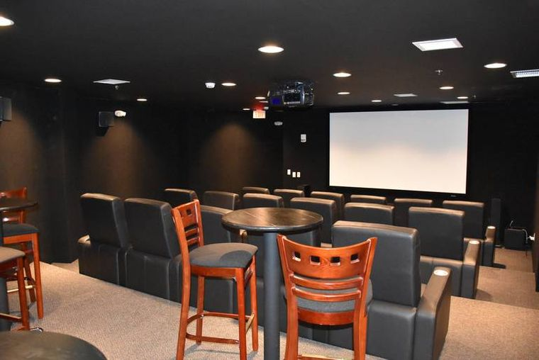 condominio subterraneo sala cine